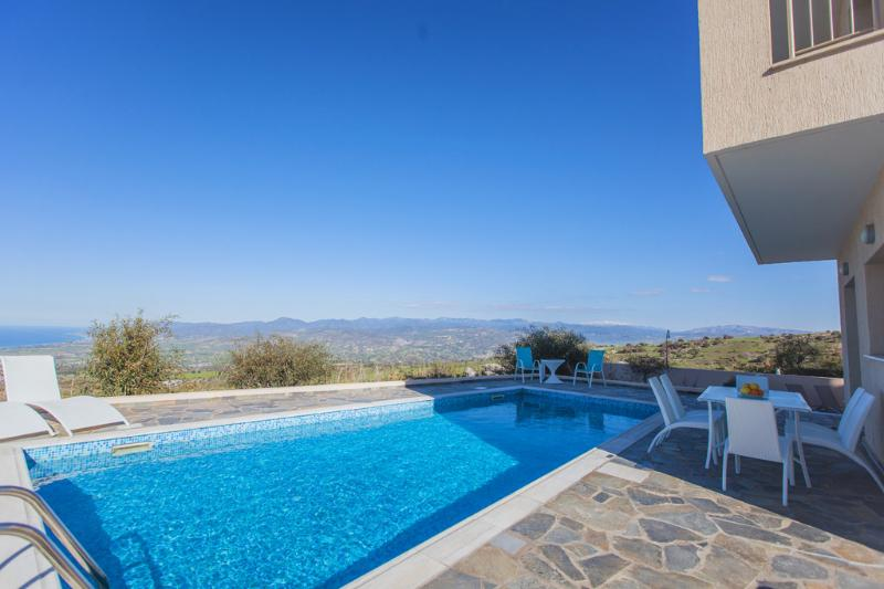 Luxury Villa Near Latchi - Outstanding Sea Views, aluguéis de temporada em Pano Arodhes