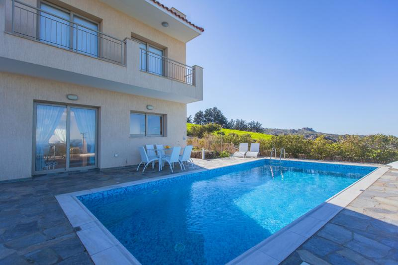 Luxury 4 Bedroom Villa - Akamas - Near Latchi Tourist Resort & Blue Flag Beaches, aluguéis de temporada em Pano Arodhes