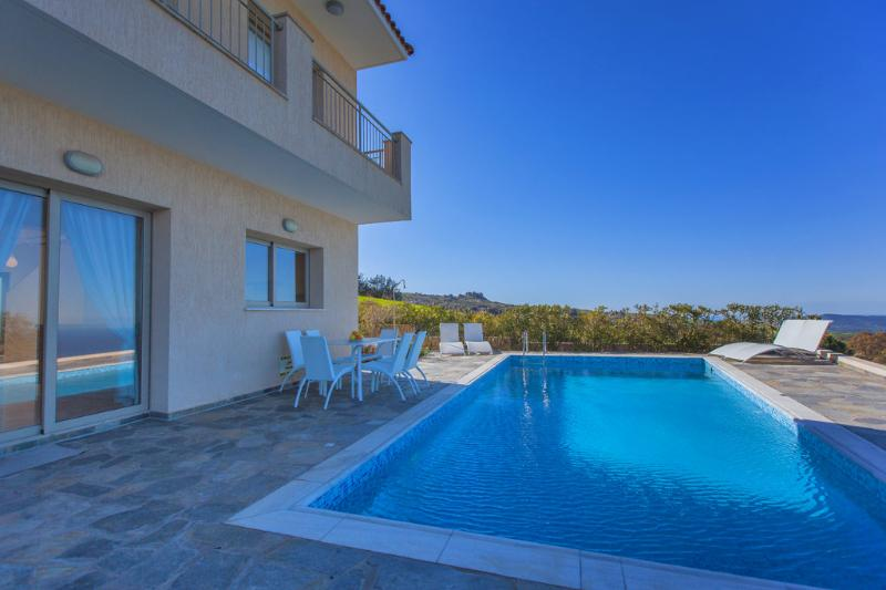 Detached Luxury Villa - Private Pool - Sauna - Breath Taking Sea Views, aluguéis de temporada em Pano Arodhes