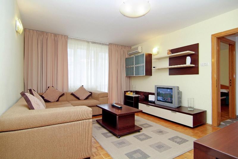 Senia Appartamento - giardini Cismigiu - soggiorno