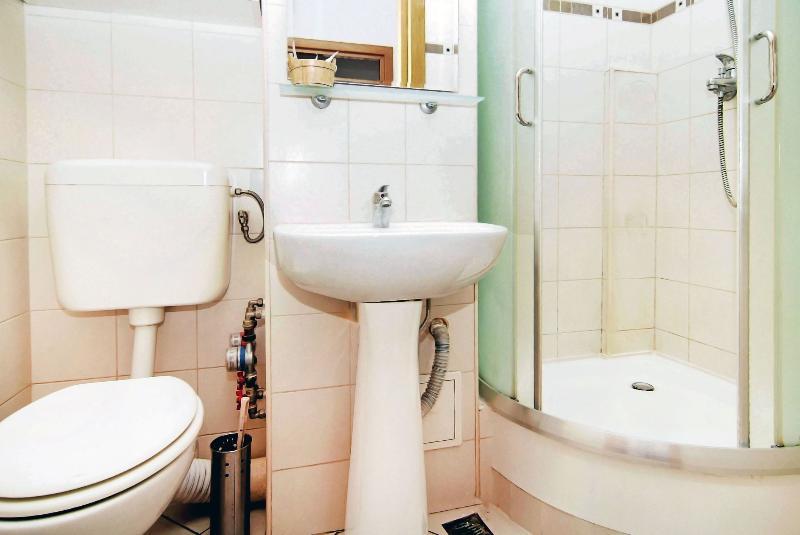 Senia Appartamento - giardini Cismigiu - bagno
