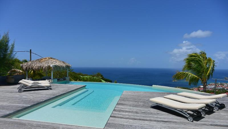 Blue Swan Stunning views and a short drive into Gustavia, location de vacances à Lurin