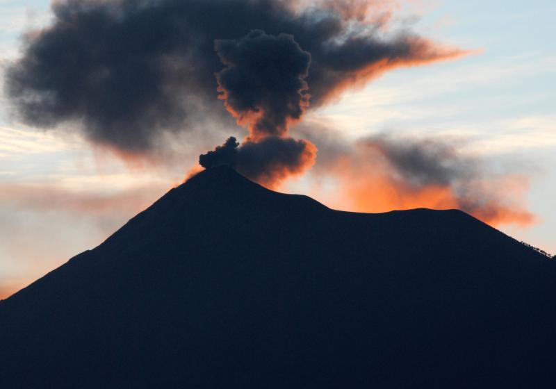 Villas de la Ermita 06 / Top terraza - vista del atardecer de Fuego Volcanoe