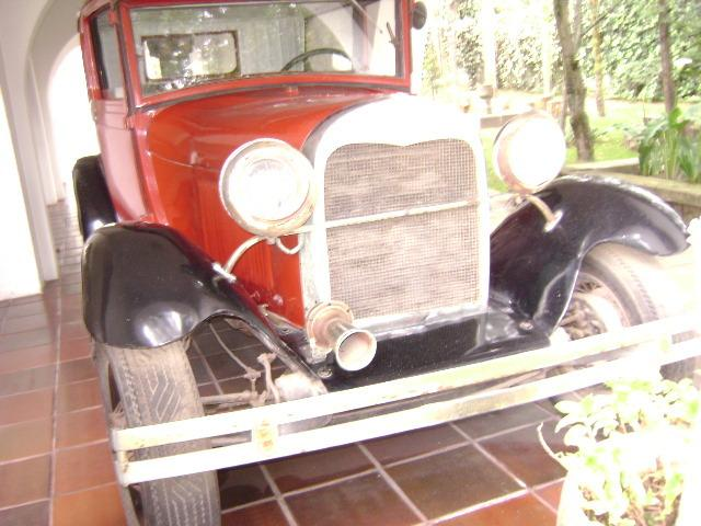 Museo - Fundación Guayasamín in Quito have been guests. Old Ford Auto, silver front