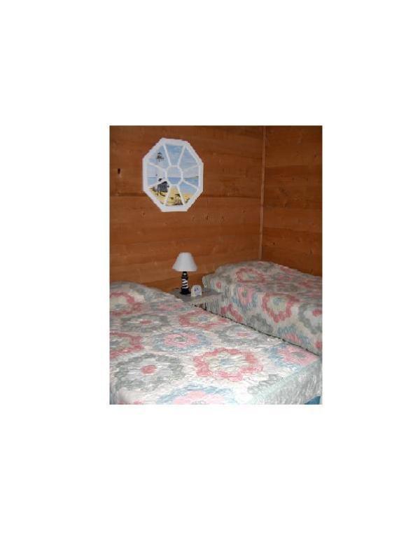 Segundo quarto no primeiro andar com duas camas individuais