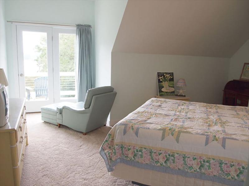 Guest Room with access to upper deck