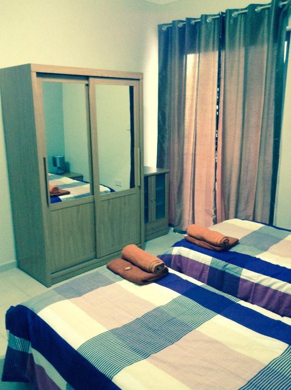 Main bedroom (pic2)