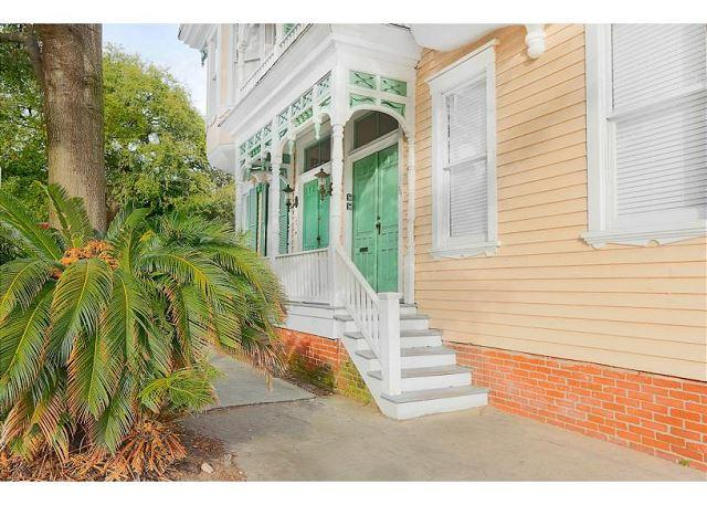 Flexible Refund Policies: Tasteful Home on Warren Square w/ Parking, vacation rental in Savannah
