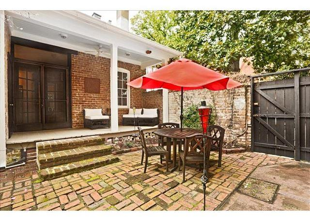 Flexible Refund Policies: Elegantly Appointed Historic District Home, vacation rental in Savannah