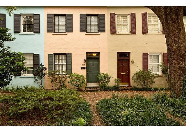Two Story Home on Jones w/ Private Deck off Master Bedroom by Lucky Savannah, alquiler de vacaciones en Savannah