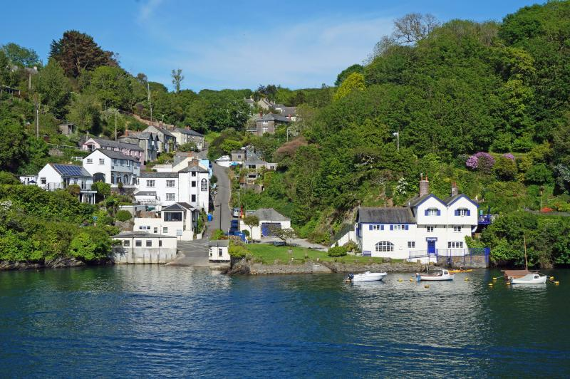 Stylish waterside holiday home, with amazing river views in beautiful Fowey, alquiler vacacional en Fowey
