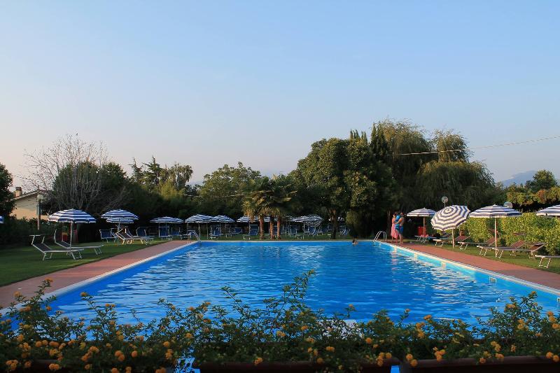 La Fattoria apartments in Lazise with garden, vacation rental in Cola
