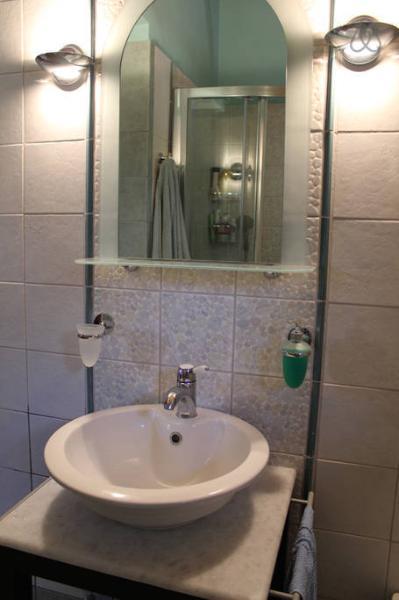 bathroom (olive press)
