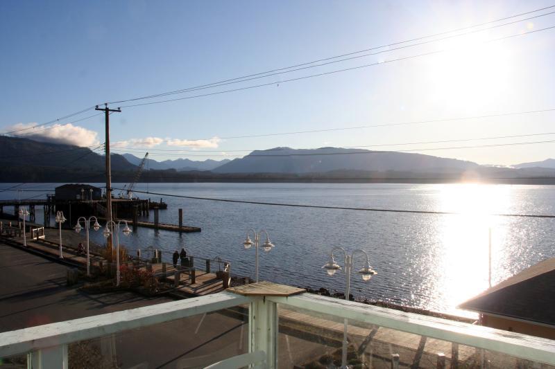 vista desde la cubierta del Estrecho de Johnstone y de la isla de Vancouver