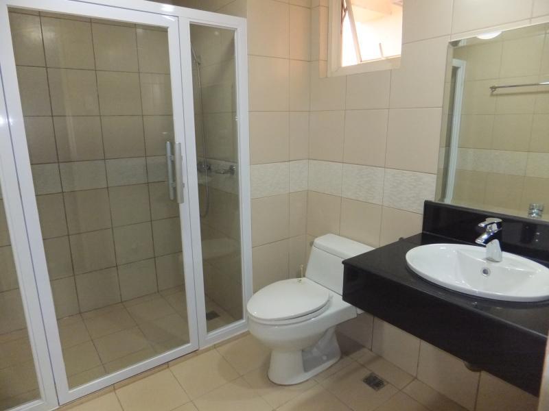 WC principal e banho com água quente e fria
