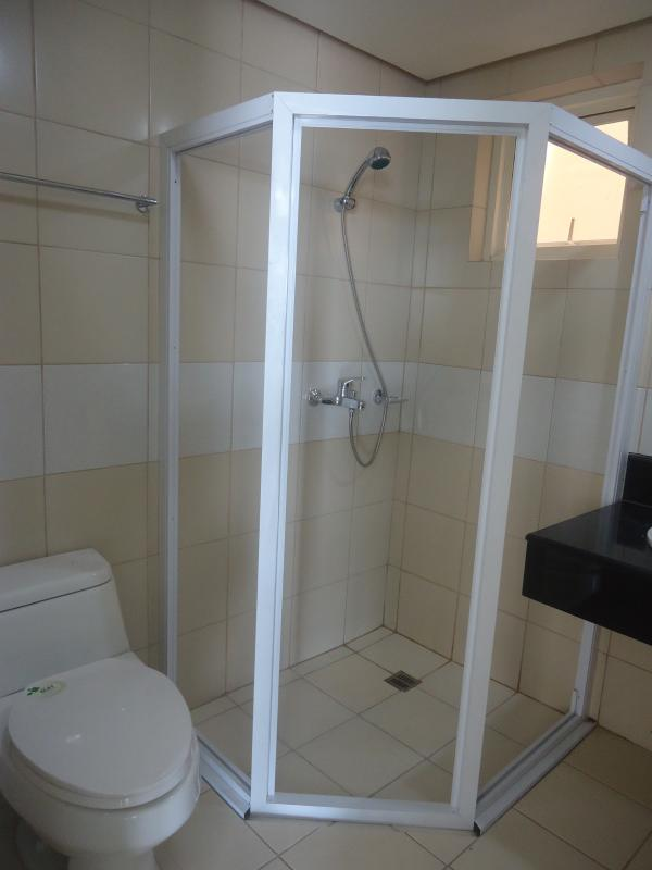 2nd toilet and bath with hot and cold water