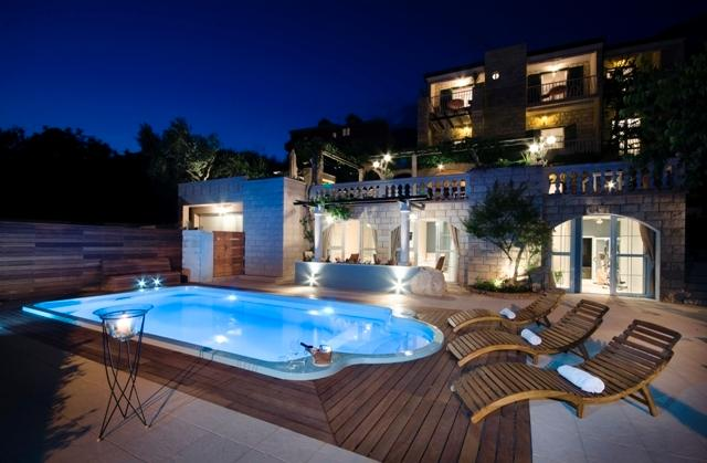 Luxury  villa Bougenvilia Tomas by night