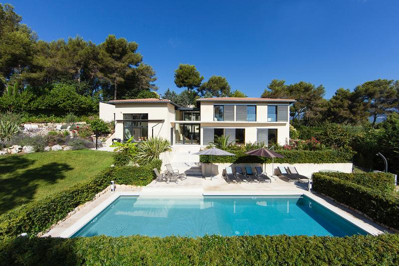 JdV Holidays Villa Paradisier, stylish villa with pool plus separate apartment, Ferienwohnung in Valbonne