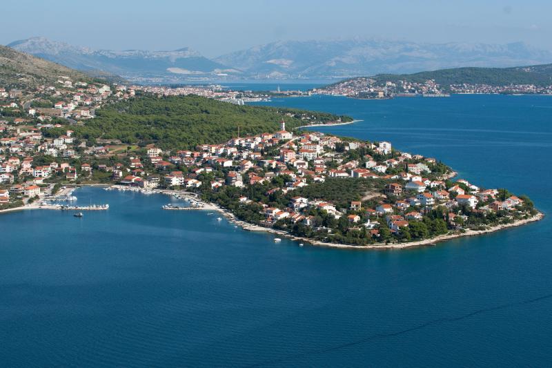 Holiday Apartment Silvana, location de vacances à Seget Vranjica