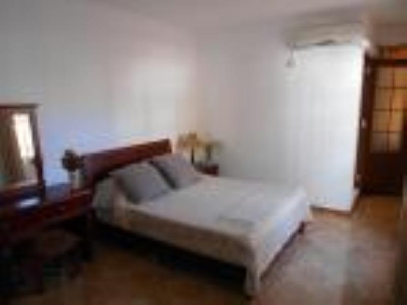 chambre à coucher avec climatisation