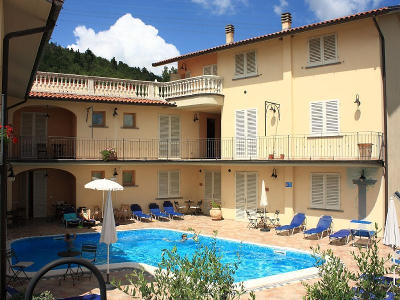 Residence con 12 appartamenti con piscina; Firenze, Ferienwohnung in Lamporecchio