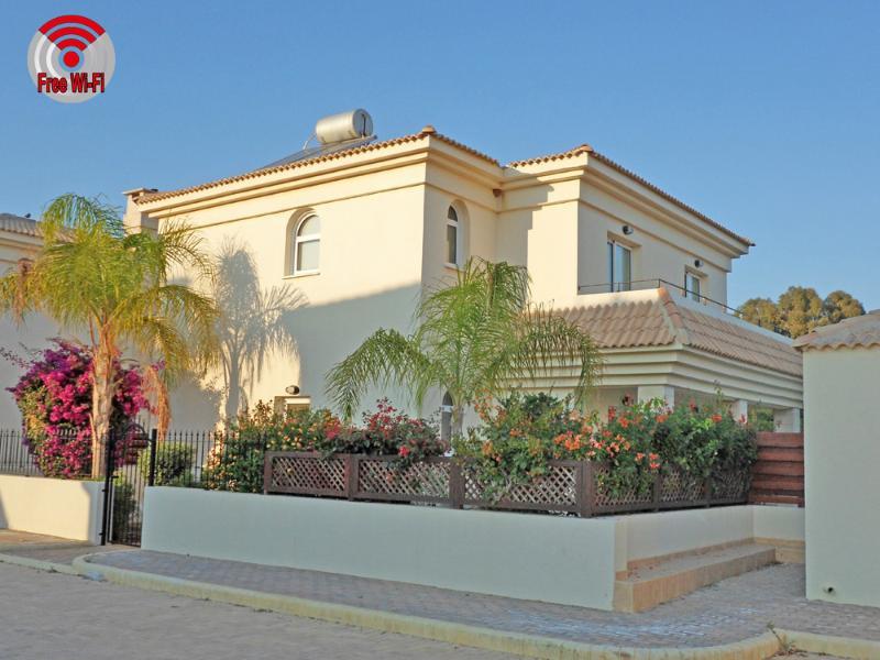 Beautiful spacious 3 bed villa