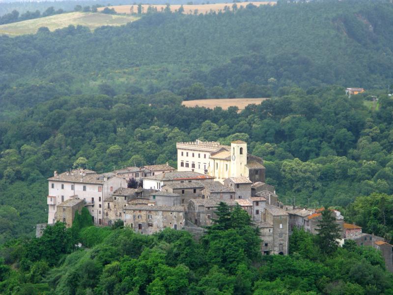 the village of Roccalvecce