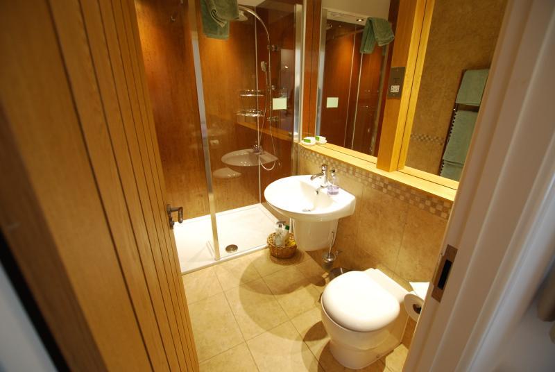 Each bedroom has a luxury en-suite shower room with underfloor heating.