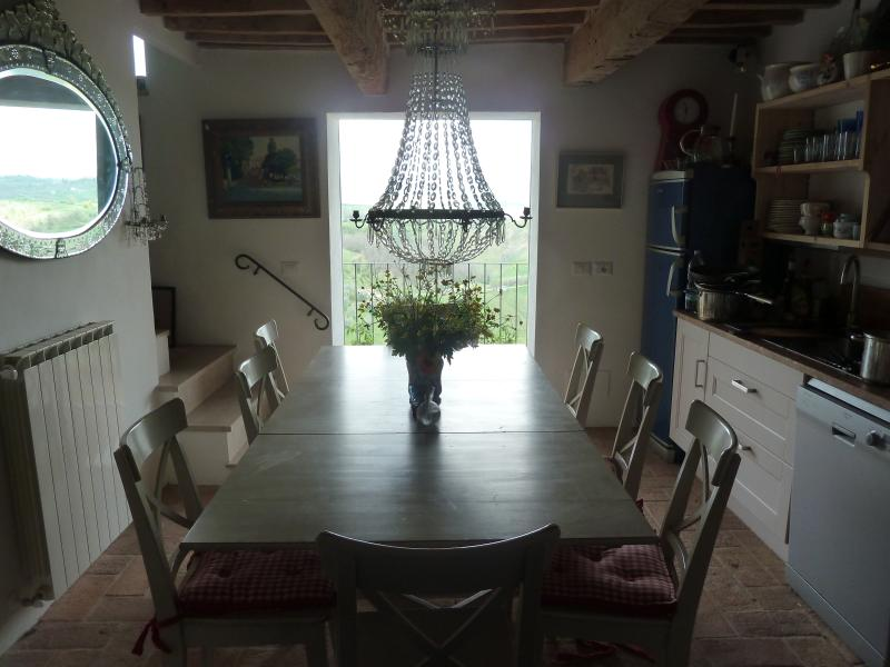 House with spectacular views in hilltop town, holiday rental in Fabro Scalo