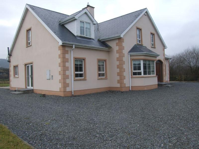 Beautiful Clonmany Holiday Home, Co.Donegal, vacation rental in Ballyliffin