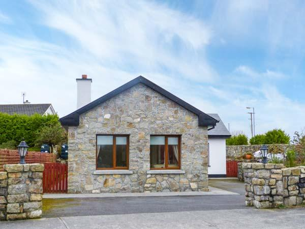 LABASHEEDA, detached, all ground floor, easy access to Galway, in Carraroe, Ref, vacation rental in Costelloe