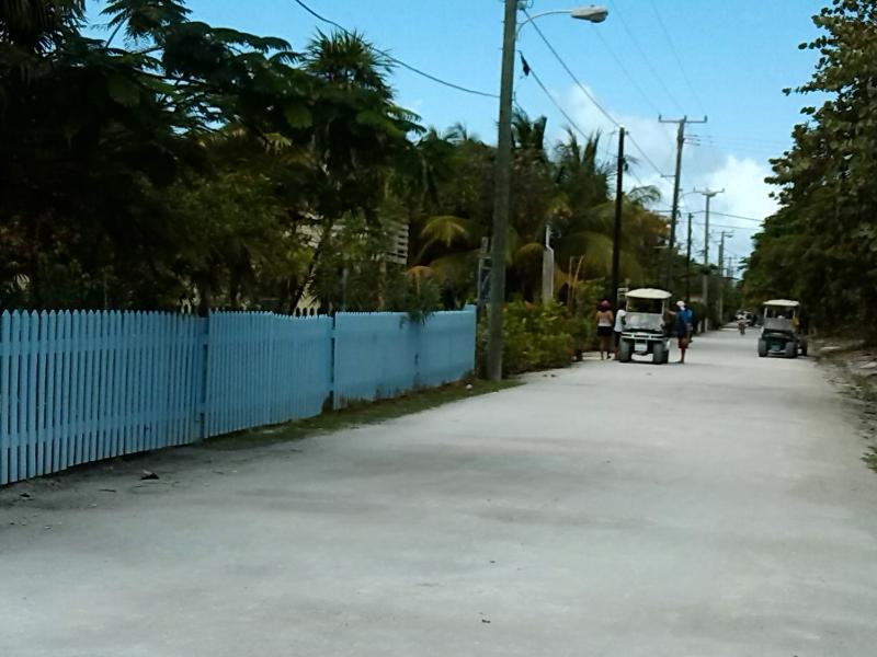 The entrance on the white sand road