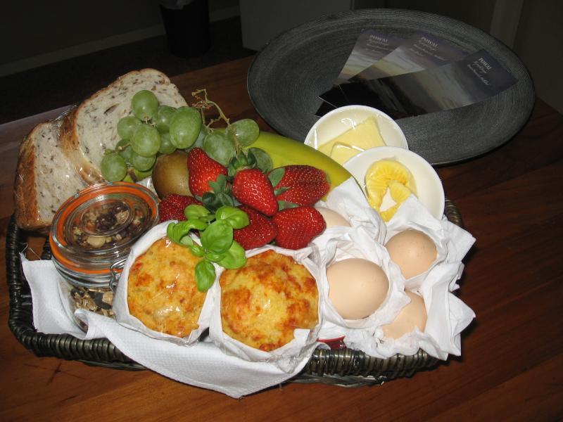 contiental breakfast basket