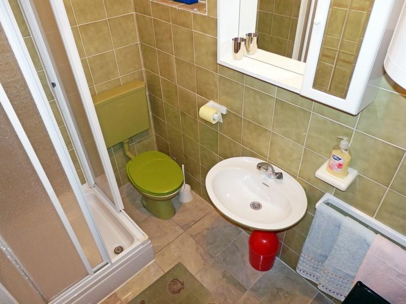 A6 (6 + 1): baño con inodoro.