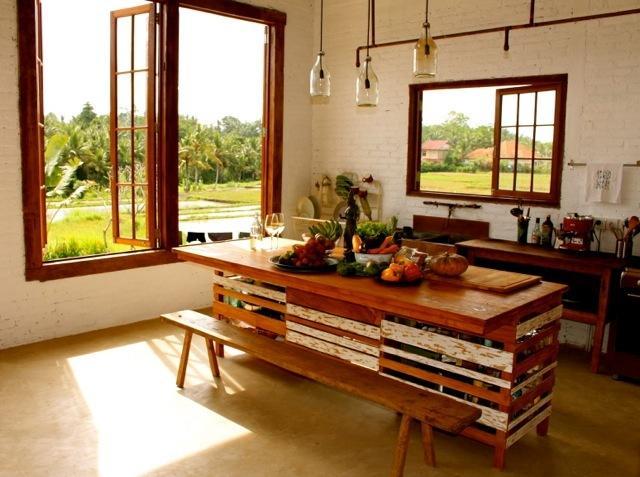 Een volledig gevulde keuken, organische fruit en groenten kunnen dagelijks geleverd worden.