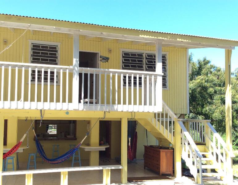 Melones Yellow House, holiday rental in Culebra