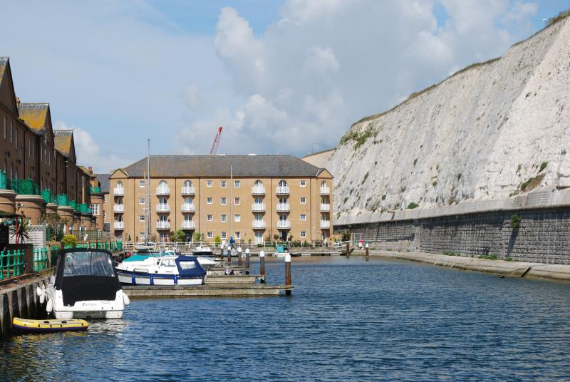 Water views, elevator, balconies and FREE parking in Brighton. Great apartment., location de vacances à Rottingdean