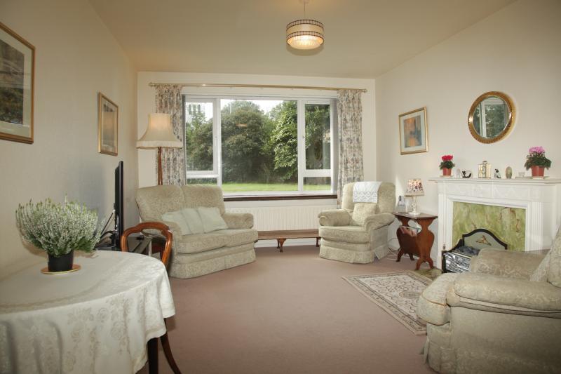 Park Gates ground floor apartment sleeps 4, vacation rental in Eastbourne