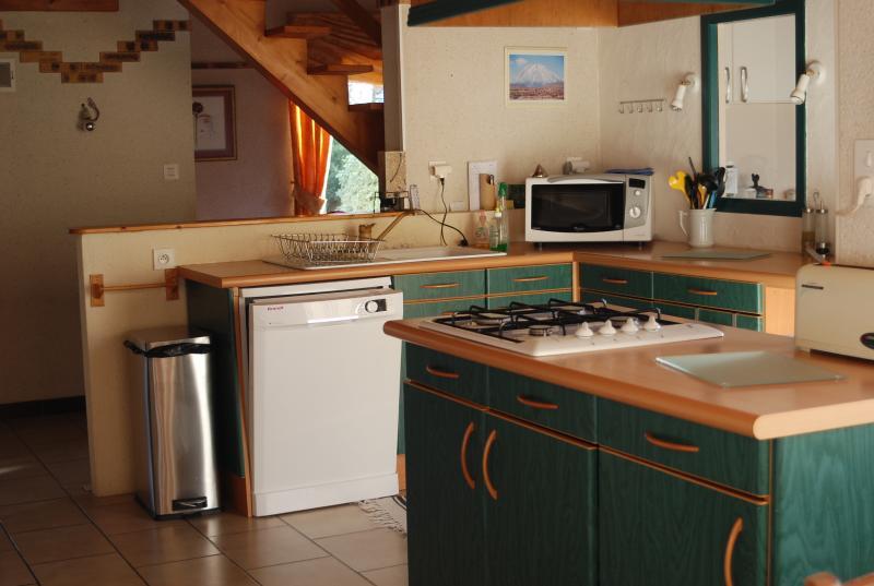 Cuisine (lave-vaisselle, plaque cuisson, four micro-onde, lave linge)