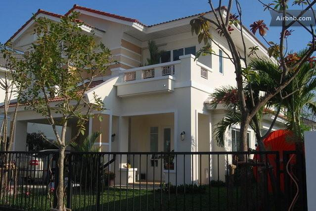 European Style House Full Furnished, vacation rental in Nonthaburi