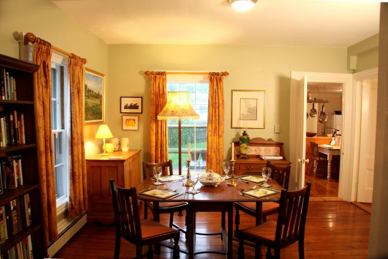 The elegant and original dining room, perfect for entertaining or a romantic candlelit dinner!