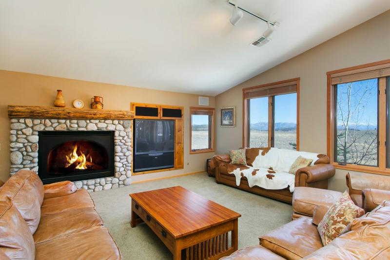 Snowcreek #821 Living Area With A Gas Fireplace