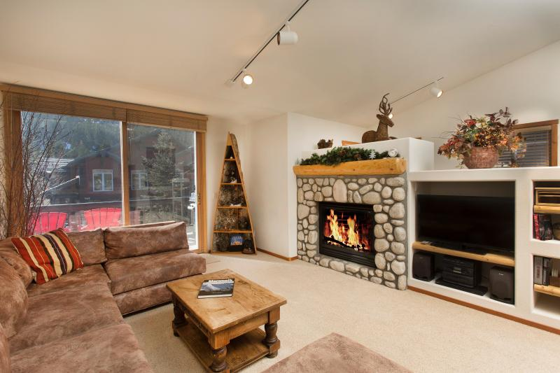 Snowcreek #976 Living Area With A Gas Fireplace