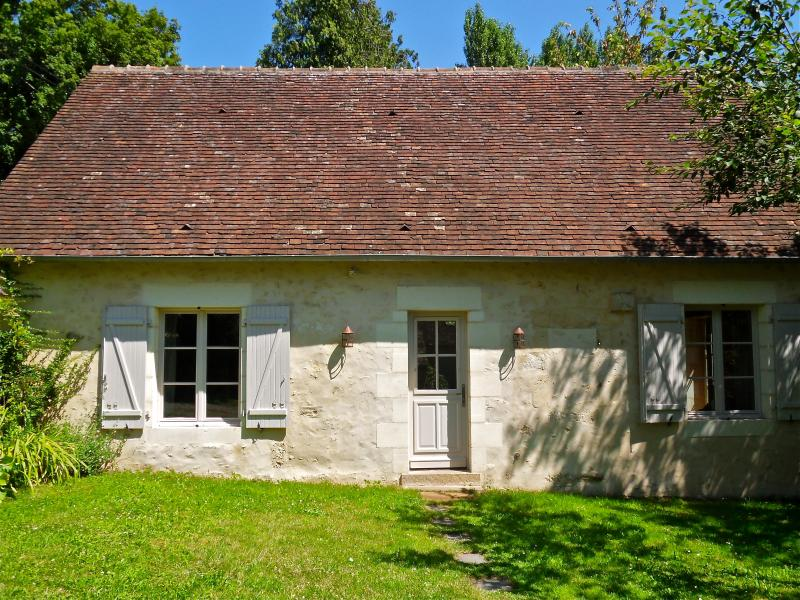16th Century Stone Cottage, holiday rental in La Perriere