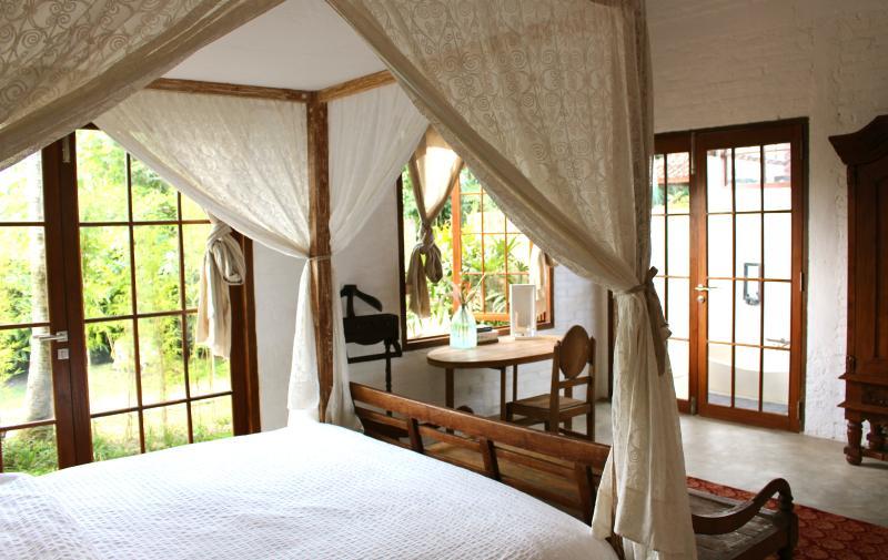 De kamer van de zonsopgang als een kingsize bed, airco, ensuite en zoete raakt weinig overal.
