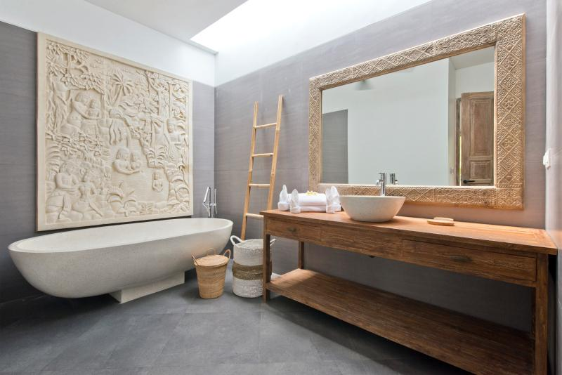 Bathtub with beautiful carving stone in Master Bedroom