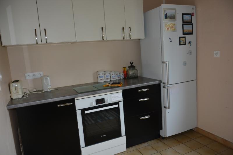 Arrière cuisine (four, réfrigérateur et 2ème évier)