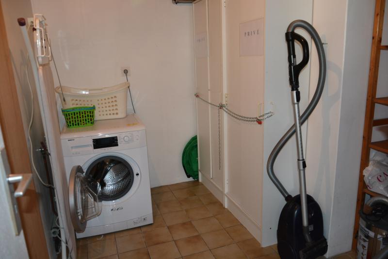 Cellier (lave-linge, rangement, aspirateurs)
