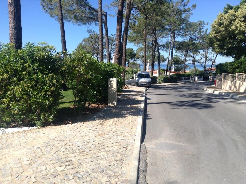 Entrance to villa showing sea view and path to beach