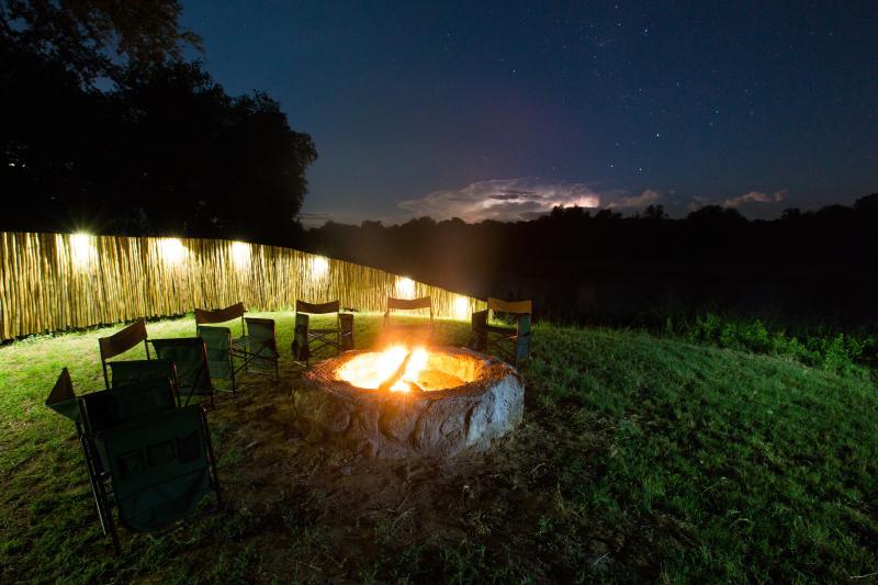 Boma starlight ouverte donnant sur la rivière Olifants